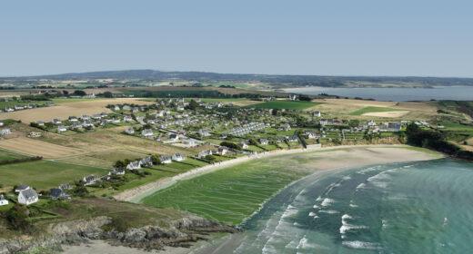 Echouage d'ulves sur une plage bretonne.